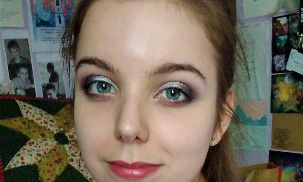 Headshot of artist Lizzie Lovejoy